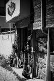 Antieke winkel op de smalle straten van de oude kuststad op de Bulgaarse de Zwarte Zee Kust van de Zwarte Zee Royalty-vrije Stock Fotografie