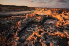 Antient πετρών fundfact δύσκολη ακτών ανατολή της Κύπρου ακτών βόρεια Στοκ Φωτογραφίες