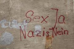 Antifascist grafitti i tyskt språk könsbestämmer ja, Nazi No! Royaltyfria Foton