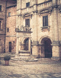 Antigüedad bien en Toscana Imágenes de archivo libres de regalías