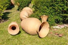 Antigüedades cerámica, tarro y florero Imagen de archivo libre de regalías