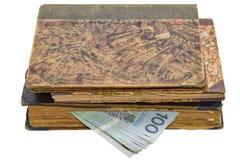 Antigüedades, libros y dinero Imagen de archivo libre de regalías