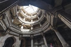 Antigo bem em Ahmedabad, Índia Em fevereiro de 2016 gujarat Fotos de Stock