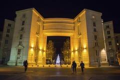 Antigoneområde på nigth med julgranen, Montpellier, Frankrike royaltyfri foto
