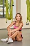 Antigravity yogainstruktör Fotografering för Bildbyråer