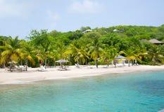 Antigua, Caraïbische eilanden Engelse Havenmening over Galeon-strand Stock Afbeeldingen