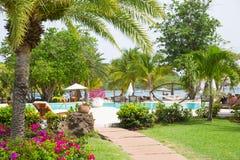 Antigua, Caraïbische eilanden Engelse Havenmening over Galeon-strand Stock Fotografie