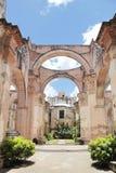 Antigua Guatemala: Fördärvar av domkyrkan av Santiago som byggs i 154 Arkivfoto