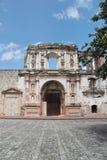 Antigua, Guatemala: Kerk van Maatschappij van Jesus (1626), die door een aardbeving in 1773 wordt de beschadigd Royalty-vrije Stock Foto's