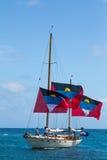Antiguaans jacht met drie grote vlaggen #2 Stock Fotografie