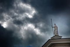 Antigue rzeźba bogini Athena z dzidą w jej ręce fotografia royalty free