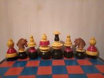 Antiguidade colorida de madeira do grupo de xadrez Fotos de Stock