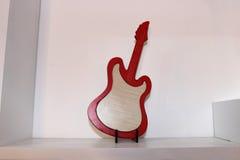 Antiguidade de madeira da guitarra Fotografia de Stock Royalty Free