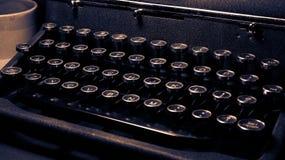Antiguidade, máquina de escrever do vintage, de luxe quieto real, close-up do teclado fotos de stock royalty free