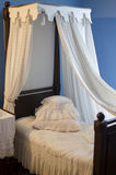 A antiguidade vazia caçoa a cama Imagem de Stock Royalty Free
