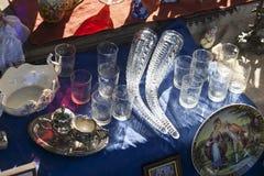 Antiguidades do século XIX para a venda em uma feira da ladra em Tbilisi Foto de Stock Royalty Free