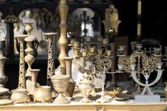 Antiguidades no mercado do leste de jerusalem foto de stock