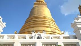 Antiguo la pagoda de oro de Wat Bowonniwet Vihara el templo principal de la atracción en Bangkok almacen de video