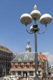 Antiguo pese la casa, ciudad que limpia con un chorro de agua, Países Bajos Foto de archivo libre de regalías