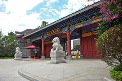Antik arkitektur av den kinesiska teträdgården i Mount Emei Fotografering för Bildbyråer