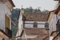 Antik arkitektur och gata i staden av Paraty Arkivfoton