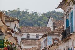 Antik arkitektur och gata i staden av Paraty Arkivbild