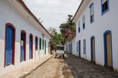 Antik arkitektur och gata i staden av Paraty Royaltyfri Bild