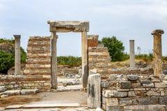Antik båge i Ephesus Härlig gammal bevarad byggnad royaltyfria bilder