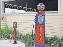 Antik bensinpump Arkivfoton