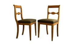 Antik Biedermeier stol med och snida för woor Royaltyfri Foto