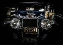 Antik bil med nytt - Mexiko platta Royaltyfri Foto