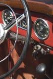 antik bilinstrumentbräda Arkivfoto