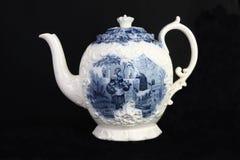 antik blå teapotwhite Royaltyfri Foto