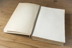 antik bok Fotografering för Bildbyråer
