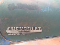 Antik Chevrolet förkomprimerad kromlogo Royaltyfria Foton