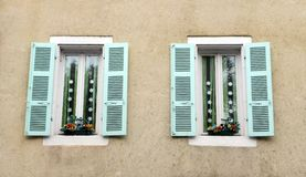 Antik dekor för franskahusfönster Arkivfoton