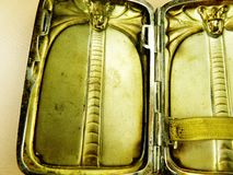 Antik fast silvercigarettetuikobra Royaltyfri Foto