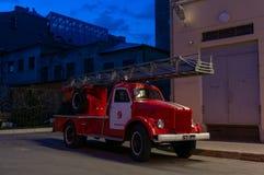 Antik Firetruck i St Petersburg arkivbilder