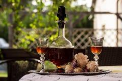 Antik flaska med hemlagad alkohol fotografering för bildbyråer