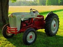Antik Ford traktor royaltyfria bilder