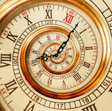 Antik gammal spiral för klockaabstrakt begreppfractal Klockaklocka ovanligt a arkivfoton