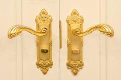 Antik guld pläterat dörrhandtag Royaltyfri Fotografi