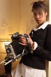 antik härlig kamerakvinnligholding Arkivfoto