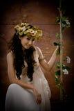 antik härlig klänningflickastående Fotografering för Bildbyråer