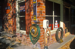 Antik historisk bensinstation Royaltyfri Bild
