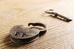 antik key padlock Royaltyfria Bilder