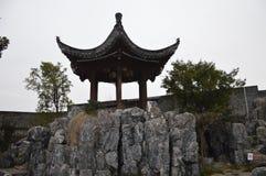 Antik kinesisk paviljong Royaltyfri Foto