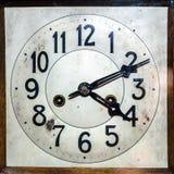 Antik klocka med arabiska diagram Arkivfoto