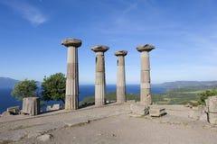 Antik kolonn av kusten av det Aegean havet troy kalkon Arkivbilder