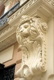 Antik kolonn i form av ett lejon royaltyfri fotografi